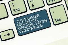 Ord som skriver text bonden Online Buy Organic nya grönsaker Affärsidé för sunt mattangentbord för köp arkivfoton