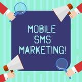 Ord som skriver text den mobila Sms marknadsföringen Affärsidé för aktionen som påverkar varandra med dina kunder via text Hu stock illustrationer