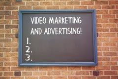 Ord som skriver text den videopd marknadsföringen och annonserar Affärsidé för strategi för optimization för befordranaktion arkivfoto