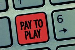 Ord som skriver textlön för att spela Affärsidé för Give pengar för att spela en modig spela sportunderhållning royaltyfri fotografi