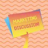 Ord som skriver textmarknadsföringsdiskussion Affärsidé för samtal av företaget som främjar det köpande handinnehavet stock illustrationer