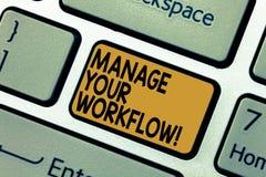 Ord som skriver texträtta din Workflow Affärsidé för serie av aktiviteter som är nödvändiga att avsluta ett uppgiftstangentbord royaltyfria bilder
