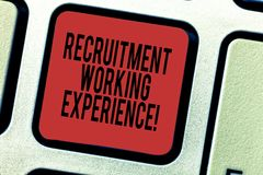 Ord som skriver textrekryteringarbetserfarenhet Affärsidéen för arbetsgivare föredrar kandidater med sakkunskap royaltyfria bilder