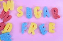 Ord Sugar Free på rosa färgtabellen Arkivbilder