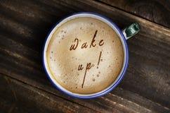 Ord vaknar upp bildat från kaffeskum cappuccino empty royaltyfri foto