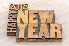 Ordabstrakt begrepp för lyckligt nytt år 2018 i wood typ arkivfoto