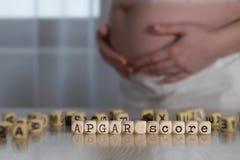 OrdAPGAR-STÄLLNING som komponeras av träbokstäver arkivfoton
