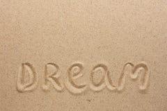 Orddrömmen som är skriftlig på sanden Arkivfoton