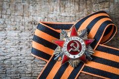 A ordem soviética da segunda guerra mundial e do George fita Victory Day conceito do cartão do 9 de maio Imagem de Stock