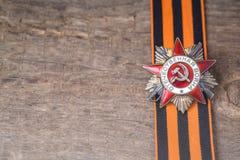 A ordem soviética da segunda guerra mundial e do George fita Victory Day conceito do cartão do 9 de maio Foto de Stock
