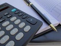 Orden del día con la calculadora Fotografía de archivo libre de regalías