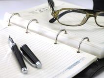 Orden del día de la oficina, cuaderno fotografía de archivo libre de regalías