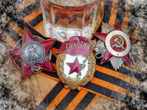 Orden do ` vermelho da estrela do `, sinal do ` guarda o ` e o Orden ` patriótico da guerra do ` do grande na fita do ` s de St G fotografia de stock royalty free