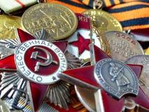 Orden ` patriótico da guerra do ` do grande, orden do ` vermelho da estrela do ` na perspectiva das medalhas do combate na fita d imagens de stock royalty free