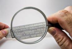 Ordenador análogo del viejo de diapositiva slipstick de la regla para los calcululs matemáticos imagen de archivo libre de regalías