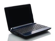 Ordenador azul con la pantalla negra contra blanco Imágenes de archivo libres de regalías