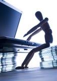 Ordenador con la figura Imagen de archivo libre de regalías