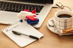 Ordenador con la taza de café sólo Foto de archivo