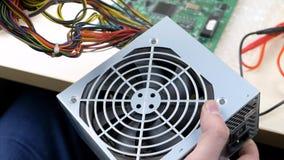 Ordenador de la fuente de alimentación de los alambres almacen de video