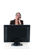 Ordenador de la mujer del puesto de informaciones Imágenes de archivo libres de regalías