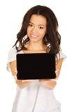 Ordenador de la tableta de la demostración de la mujer Fotografía de archivo libre de regalías