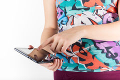 Ordenador de la tablilla Mujer que usa la PC digital aislada Fotos de archivo