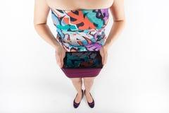 Ordenador de la tablilla Mujer que usa la PC digital de la tableta aislada Fotos de archivo libres de regalías