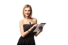 Ordenador de la tablilla Mujer que usa la tableta digital aislada en los vagos blancos Fotos de archivo libres de regalías