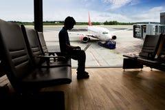 Ordenador de la terminal de aeropuerto fotos de archivo libres de regalías