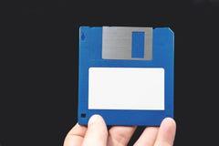 Ordenador del disco blando a disposición en fondo negro Fotos de archivo