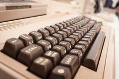 Ordenador del vintage en la demostración del robot y de los fabricantes Imagen de archivo libre de regalías