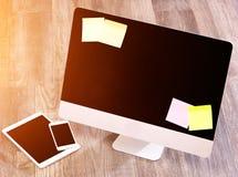 Ordenador en la alta definición con el ordenador portátil, la tableta y el móvil Imagen de archivo libre de regalías