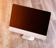 Ordenador en la alta definición con el ordenador portátil, la tableta y el móvil Imágenes de archivo libres de regalías