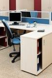 Ordenador en un escritorio Fotos de archivo
