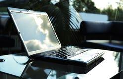 Ordenador portátil con de tragante abierto Fotos de archivo libres de regalías