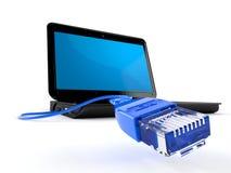 Ordenador portátil con el cable de Internet Imagen de archivo libre de regalías