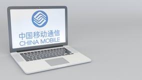 Ordenador portátil con el logotipo de China Mobile Representación conceptual del editorial 3D de la informática Imagen de archivo
