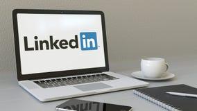 Ordenador portátil con el logotipo de LinkedIn en la pantalla Representación conceptual del editorial 3D del lugar de trabajo mod ilustración del vector