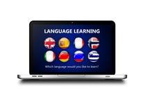 Ordenador portátil con la página del aprendizaje de idiomas sobre blanco Imágenes de archivo libres de regalías
