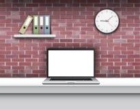 Ordenador portátil con la pantalla en blanco en el escritorio en el interior casero libre illustration
