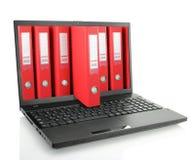 Ordenador portátil con las carpetas Foto de archivo libre de regalías