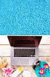 Ordenador portátil con los accesorios de la playa en la cubierta de madera Foto de archivo libre de regalías