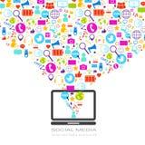 Ordenador portátil con los medios iconos sociales en el concepto blanco de la comunicación de la red del fondo ilustración del vector