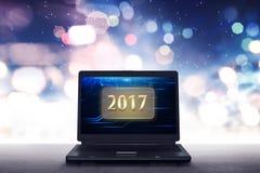 Ordenador portátil con los números 2017 Imágenes de archivo libres de regalías