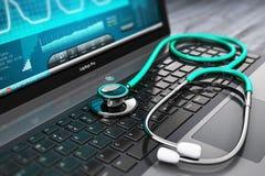 Ordenador portátil con software de diagnóstico y el estetoscopio médicos Foto de archivo libre de regalías