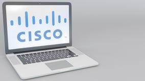 Ordenador portátil de apertura y de cierre con el logotipo de Cisco Systems en la pantalla Clip conceptual del editorial 4K de la ilustración del vector