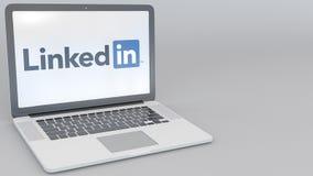 Ordenador portátil de apertura y de cierre con el logotipo de LinkedIn en la pantalla Clip conceptual del editorial 4K de la info ilustración del vector