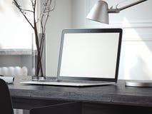 Ordenador portátil de plata en la tabla negra representación 3d Imagenes de archivo