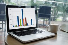 ordenador portátil del gráfico y del ordenador fotos de archivo