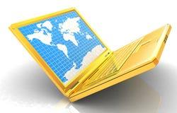 Ordenador portátil del oro con el mapa del mundo en la pantalla Imágenes de archivo libres de regalías